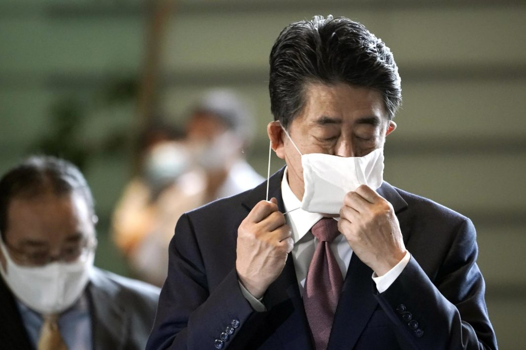 japanese-leader-shinzo-abe-officially-resigns,-clearing-way-for-successor-to-take-over