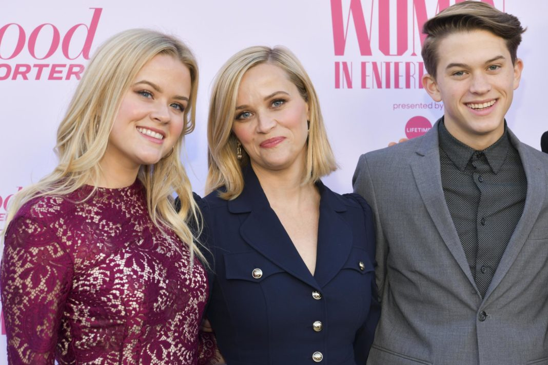 reese-witherspoon-talks-to-drew-barrymore-about-being-a-young-mom-in-hollywood